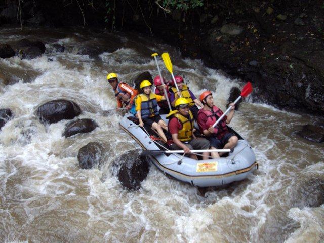 rafting keluarga paket rafting keluarga family adventures rafting rafting batu kaliwatu harga rafting kaliwatu rafting batu batu rafting malang paket rafting di batu malang rafting batu indonesia rafting kaliwatu batu malang